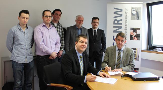 Vertragsunterzeichnung im Beisein des Teams vom BBCC.NRW                           (Foto: FH)