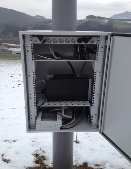 Die Technik am neuen Masten in Assinghausen (HSK) ist in Betrieb                                         (Foto: TKG)